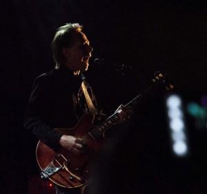 Lydsterk gitarkunst rundt midnatt (foto: Terje Mosnes)