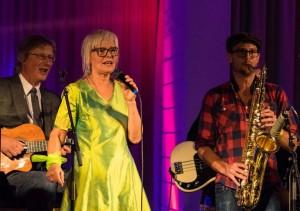 ALLSANG I BANDET: Marit Sandvik, Øystein Norvoll (tv) og Ola Asdahl Rokkones. (foto: Terje Mosnes)