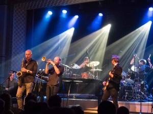 UTVIDET: Mathias Eick og hans band fikk besøk av Petter Wettre i avslutningslåta «Edinburgh». (foto: Terje Mosnes)