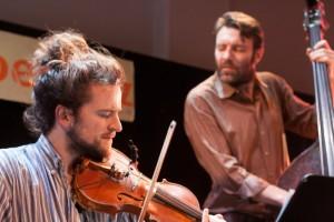 Håkon Aase (fiolin) og Mats Eilertsen (bass)