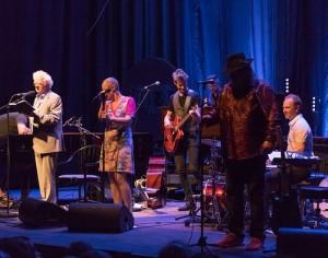 Come Shine med venner åpna festivalen på best mulig vis. Foto: Tommy Johansen