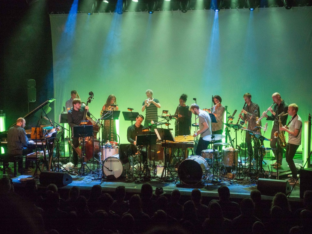 Stillferdig, men sterkt: Espen Reinertsen (th) og Trondheim Jazzorkester.