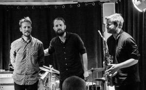 Gard Nilssen's Acoustic Unity, f.v. Petter Eldh, Gard Nilssen, André Roligheten. Foto: Terje Mosnes