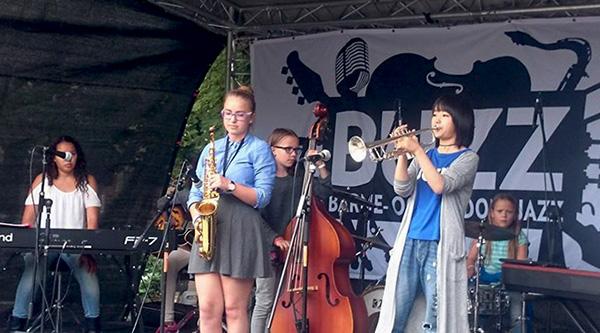 Elever fra Improbasen sammen med gjestetrompeter fra Japan under Kids in Jazz 2015. (foto: Norsk jazzforum)