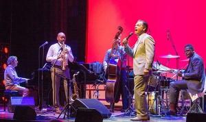 Stilsikker, swingende fusjon: Branford Marsalis Quartet og Kurt Elling. (foto: Terje Mosnes)