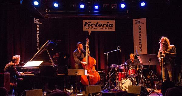 Trygve Seim (th) med Helsinki Songs under fjorårets Oslo Jazzfestival. F.v. Kristjan Randalu, Mats Eilertsen og Markku Ounaskari. Foto: Terje Mosnes