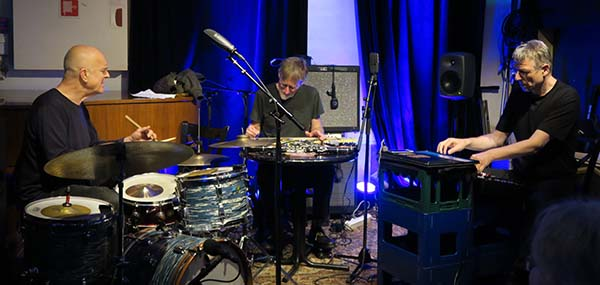 Konk Pack: Roger Turner,  Tim Hodgkinson, Thomas Lehn (foto: Trine Hvidsten/Konsertforeninga)
