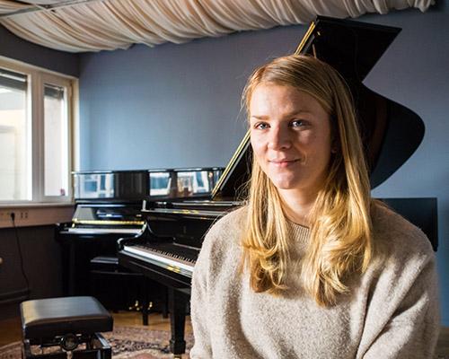 KOMPONIST: Maren Selvaag har ambisjoner om å komponere for større ensembler, og nevner solopiano og vokalensemble som en fristende konstellasjon i så måte.  Foto: Terje Mosnes