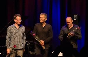 FOTOFORBUD: Brad Mehldau Trio praktiserer fotoforbud under konsertene, men jazzinorge.no dristet seg til å dra opp kameraet under sluttapplausen. Da var ekstranummeret allerede unnagjort. (foto: Terje Mosnes)