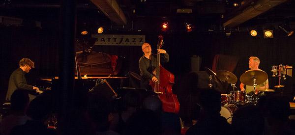 SAMSPILT: Helge Lien Trio i Sardinen. (foto: Terje Mosnes)