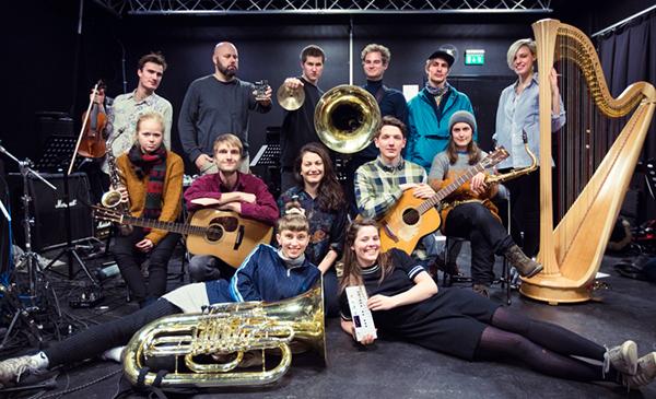 """Trondheim Jazzorkester og Skrap, med Heida Mobeck og Anja Lauvdal, avslutter Jazzfest i Verkstedhallen søndag 14. mai med fremføring av verket """"Antropocen"""".  (pressefoto)"""