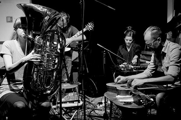 Guitars & Skrap, fra venstre: Heida Karine Mobeck, Ketil Gutvik, Anja Lauvdal og David Stackenäs. (foto: Tine Hvidsten)