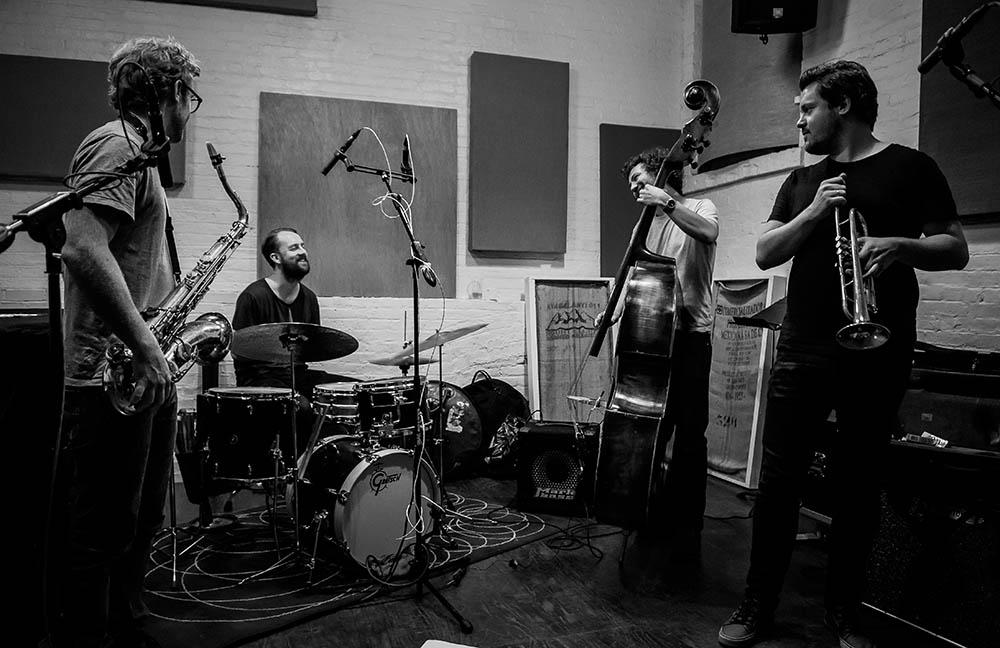 Cortex, fra venstre: Kristoffer Alberts - saksofoner, Gard Nilssen - trommer, Ola Høyer - bass, Thomas Johansson - trompet. (pressefoto)