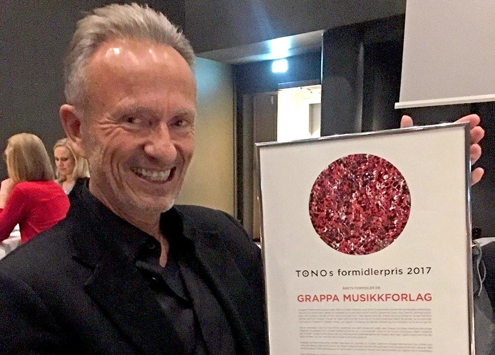 Direktør Helge Westbye mottok TONOs formidlerpris på vegne av Grappa Musikkforlag. (foto: Cathrine Heen/Grappa)