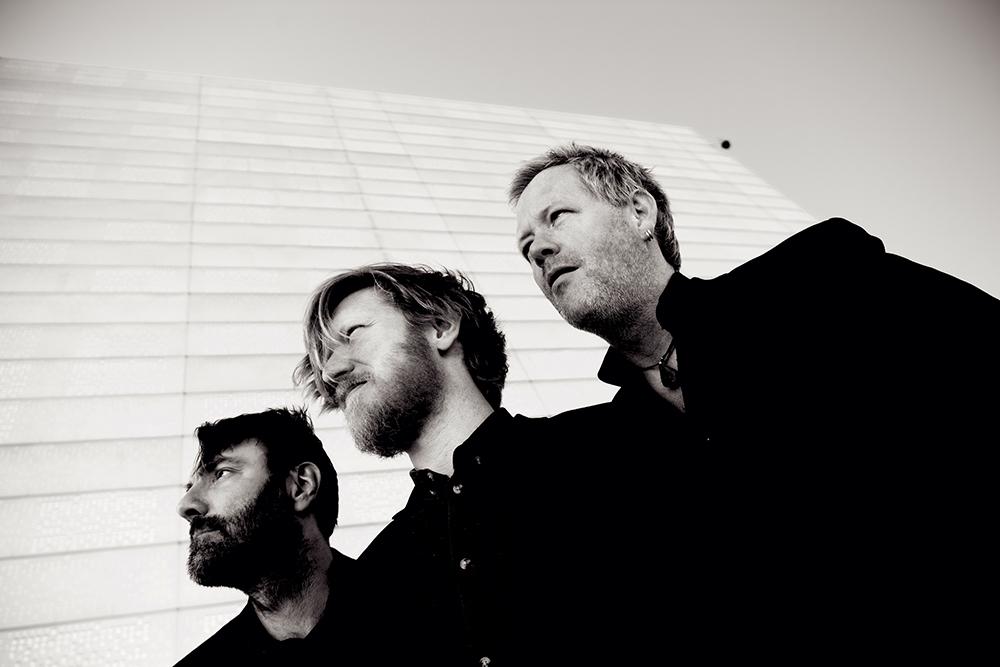 Helge Lien Trio, fra venstre: Mats Eilertsen (kontrabass), Helge Lien (piano) og Per Oddvar Johansen (trommer). Foto: CF Wesenberg
