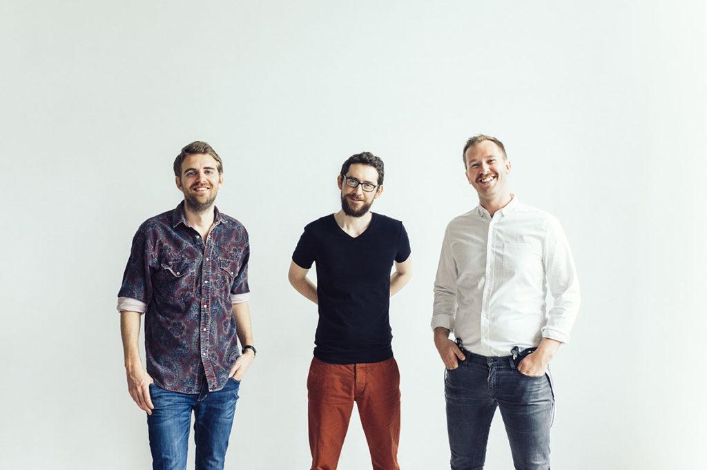 Hayden Powell Trio spiller på ByJazz 15. mars. Fra venstre:  Jo Fougner Skaansar (bass), Hayden Powell (trompet) og Eyolf Dale (piano). Foto: Anne Valeur