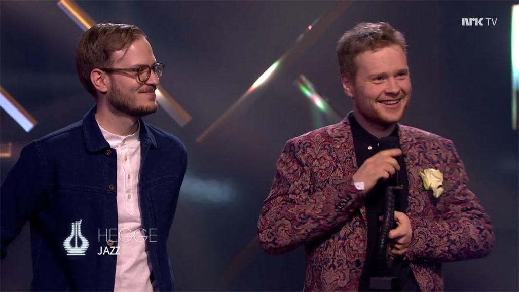 Hegge, med Bjørn Marius Hegge (til høyre) og Martin Myhre Olsen, mottok Spellemann i kategorien jazz. (skjermdump nrk.no)