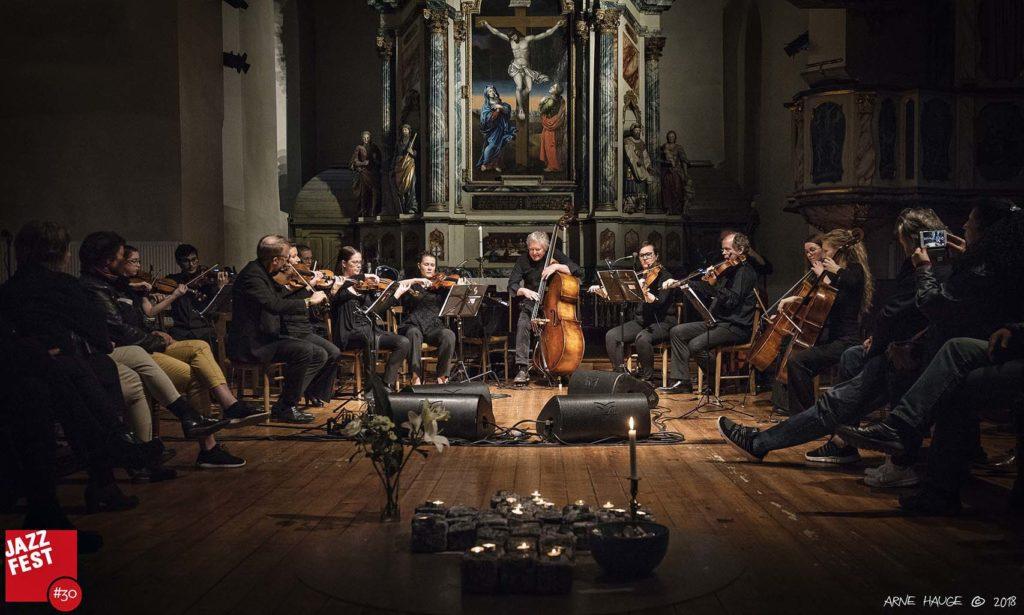 Arild Andersen & TrondheimSolistene i Vår Frue kirke (foto: Arne Hauge/Jazzfest)