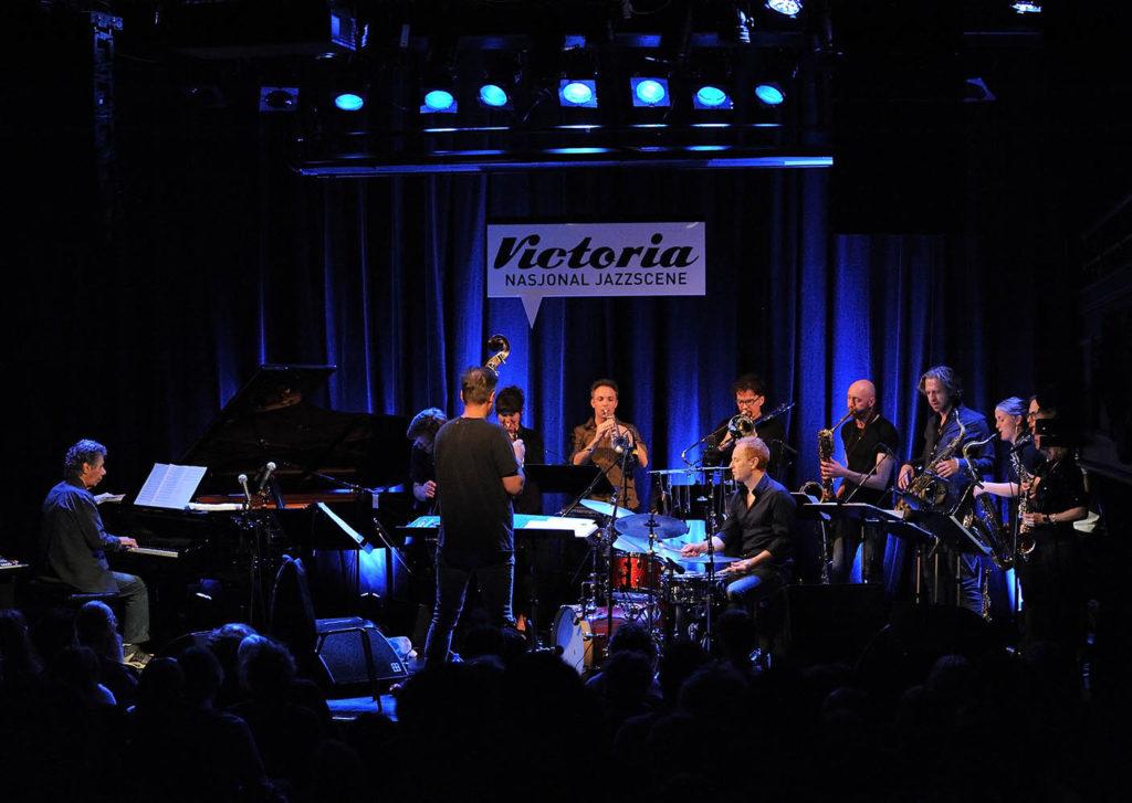 Chick Corea og Trondheim Jazzorkester. (foto: Kerstin Siemonsen )