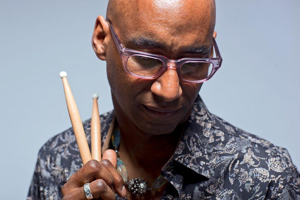 Trommeslager Omar Hakim kommer til Oslo Jazzfestival. (foto: Luke Abbott)