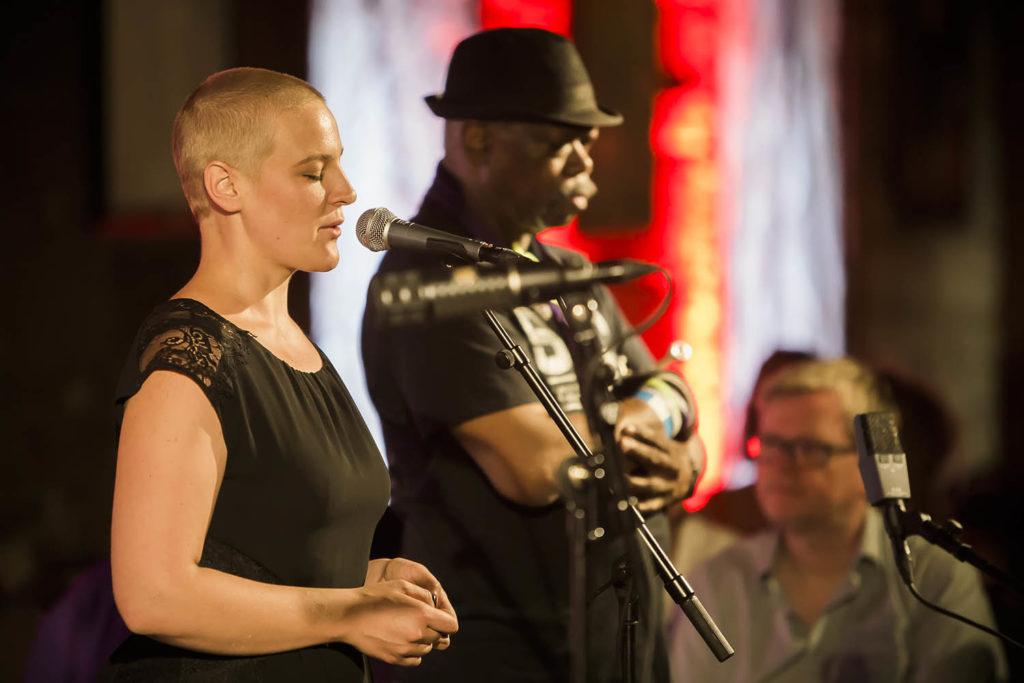 Agnes Hvizdalek og Joe McPhee på særingfest i Smeltehytta (foto: Mats Even Omberg/Kongsberg Jazzfestival)