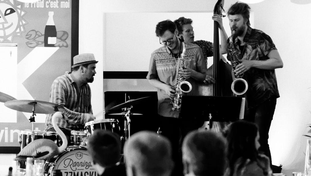 Martin Myhre Olsen - alto saxophone Petter Kraft - tenor saxophone Egil Kalman - bass Truls Rønning - drums