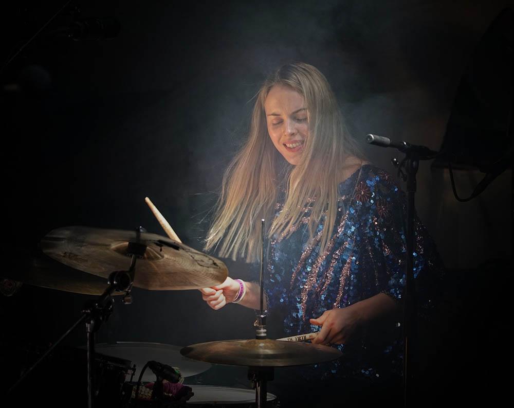 Øyunn, her fra fra Punktfestivalen 2016 med New Conception Of Jazz. (foto: Ruben Olsen Lærk)