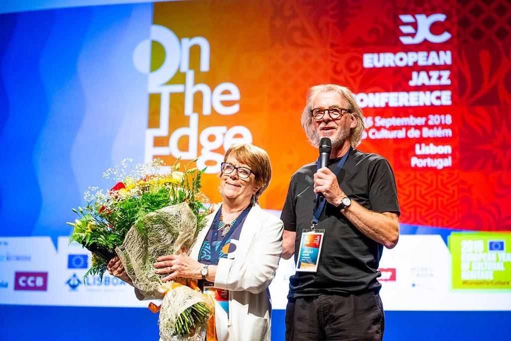 Nyvalgt president, Jan Ole Otnæs, sammen med avtroppende president, Ros Rigby. (foto: Andreea Bikfalvi / Sons da Lusofonia)