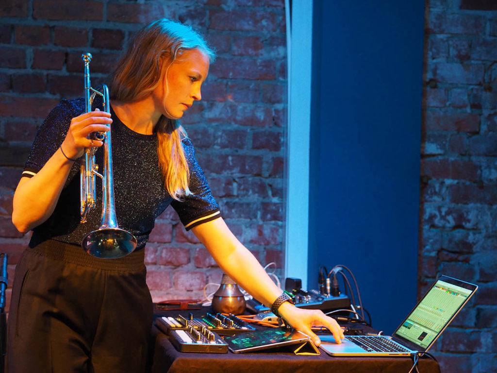 Hilde Marie Holsen fra slippkonserten på Kafé Hærverk 24. mai i år. (foto: Kjetil Husebø)