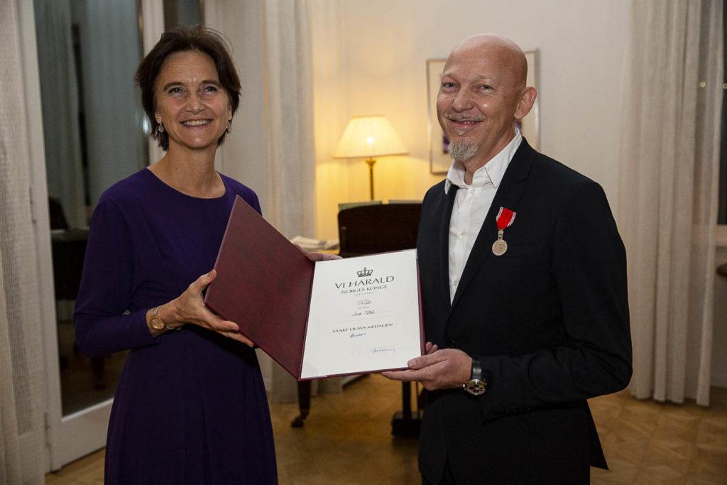 Luca Vitali sammen med den norske ambassadøren Margit F. Tveiten. (foto: Adriano Bellucci)