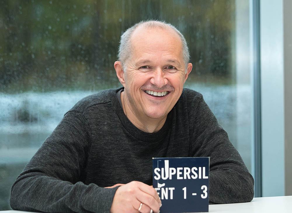 STARTEN: Rune Kristoffersen med Rune Grammofons første katalognummer, «Supersilent I – III». Trippelalbumet ble utgitt 12. januar 1998. Foto: Terje Mosnes