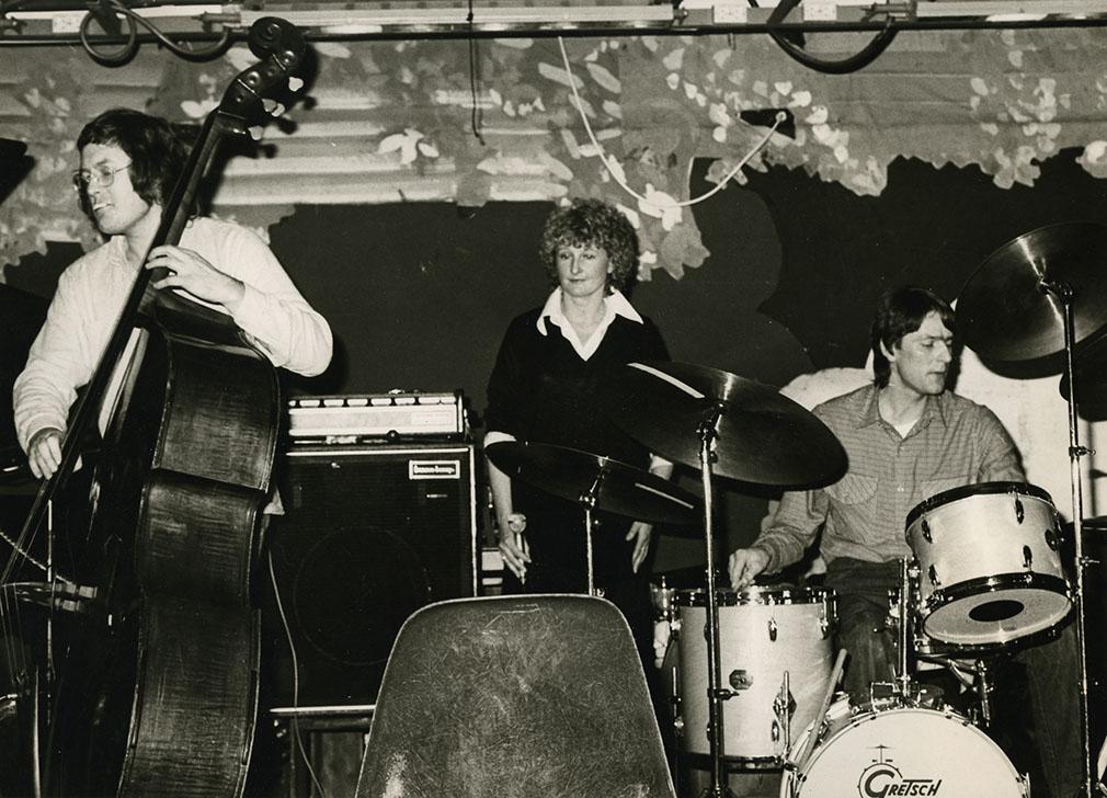 Espen Rud med Arild Andersen og Karin Krog, Club 7, Oslo, 1970-tallet. Foto: Randi Hultin/utlånt fra Nasjonalbiblioteket