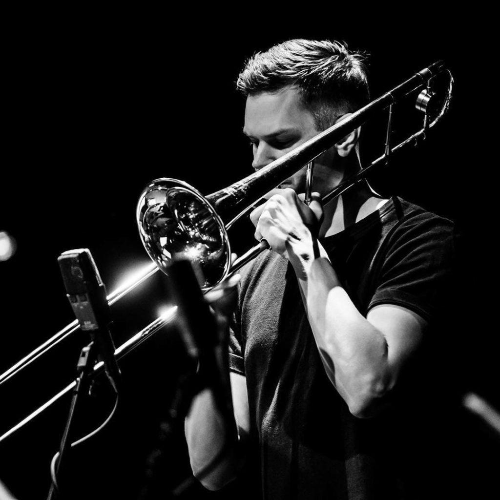Kristoffer Kompen, her avbildet under konsert med Wolf Valley i Nederland for noen uker siden, stikker innom Oslo Jazz Circle neste tirsdag med sin hyllest til Jack Teagarden. Pressefoto.