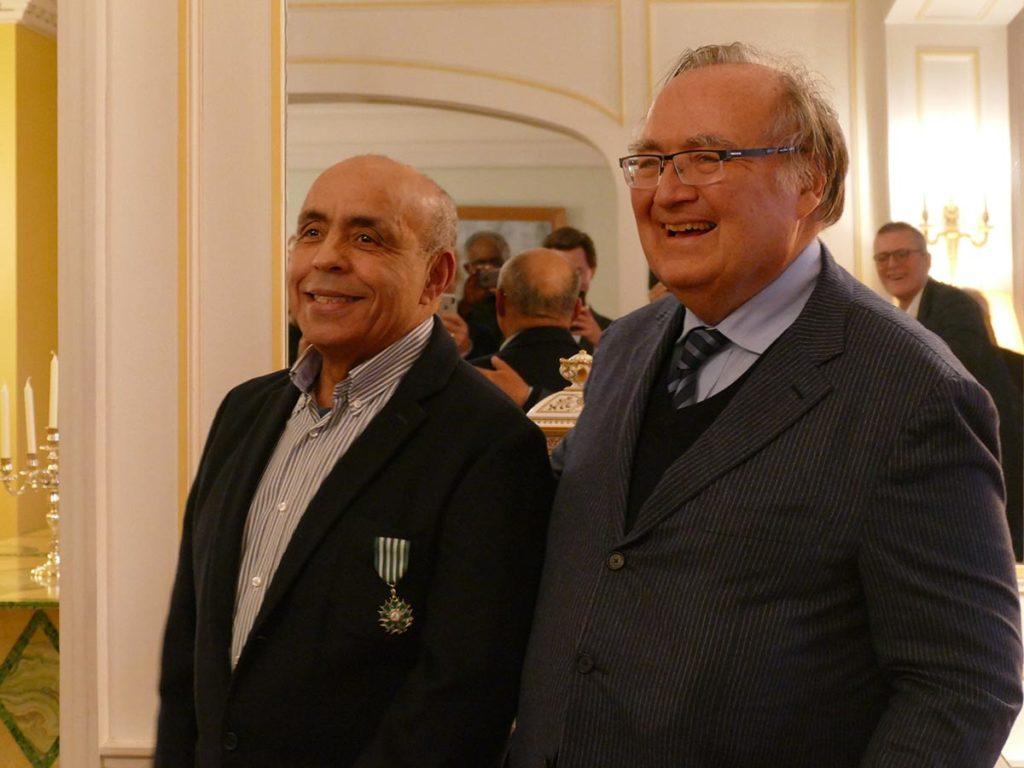 Miloud Guiderk sammen med den franske ambassadøren i Oslo, Jean-François Dobelle. Foto: Laure Brethous/Institut français