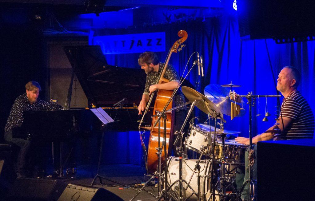 NY TRIO-TOPP: Helge Lien Trio i Sardinen. Foto: Terje  Mosnes