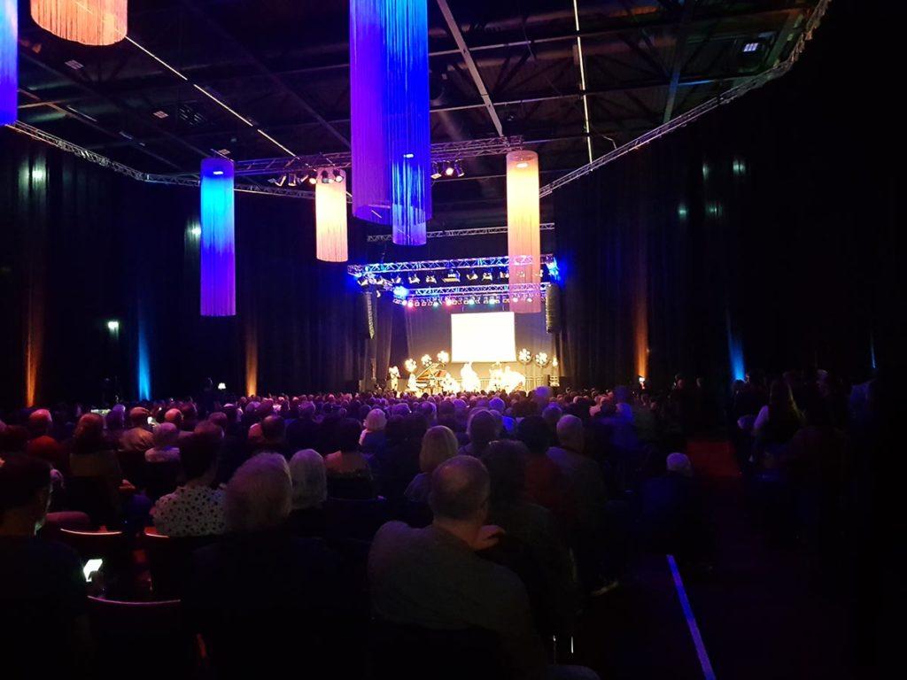Norsk musikk gjorde sterkt inntrykk på alle på Jazzahead sist helg. Og følelsen av å være på konsert var tidvis magisk. Langt der fremme smeller det av Time Is a Blind Guide. Foto: Audun Vinger