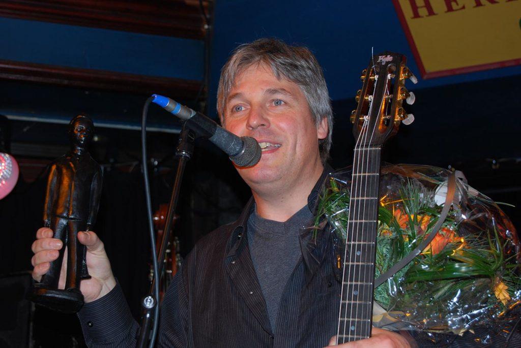 Gitarist Jon Larsen mottok i 2007 norsk jazz' høyeste utmerkelse, Buddy-prisen. Foto: Norsk jazzforum