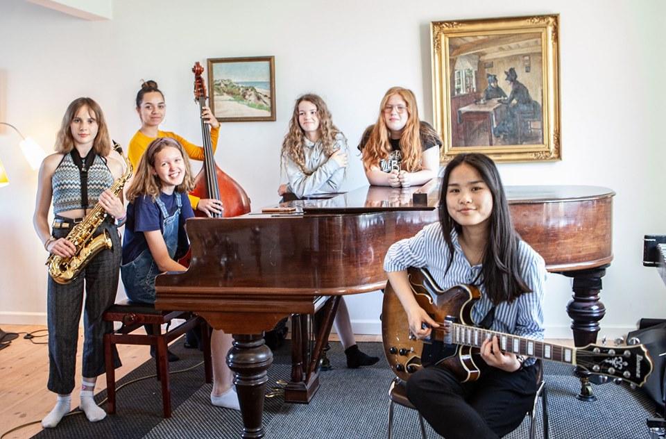 Denne dansk-norske sekstetten gjorde stor suksess på Syd-Jylland i juni og gjenforenes på Kids in Jazz i Oslo i august. Foto: Kids in Jazz