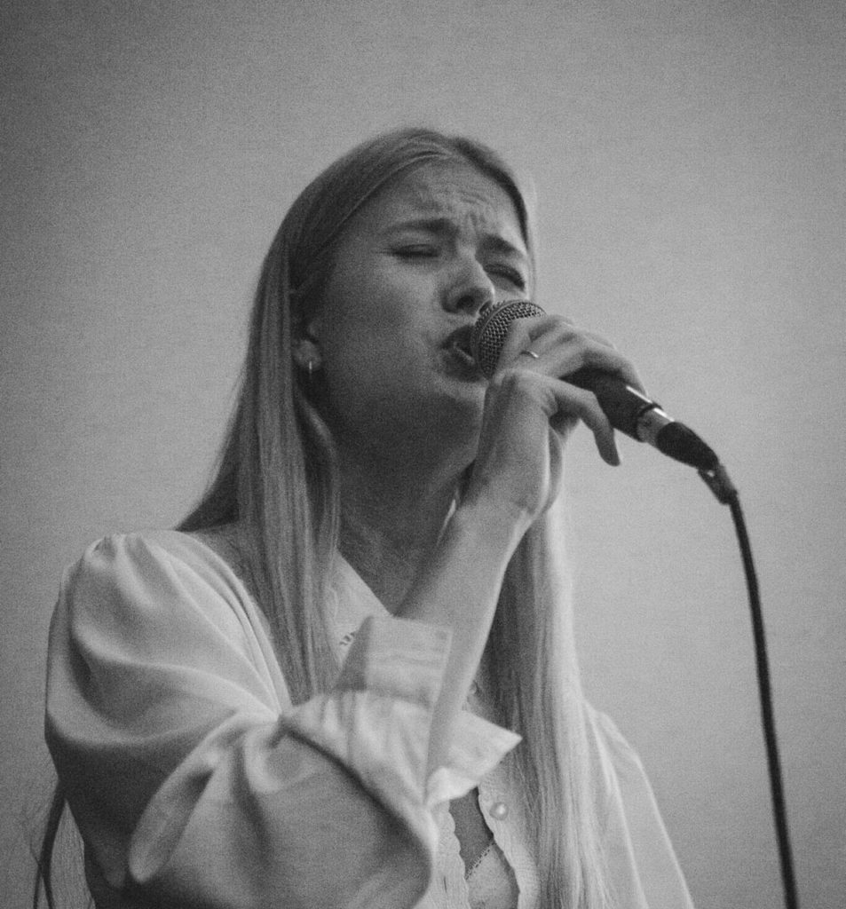 Amalie Holt Kleive, vokalist i Havene, kveldens eneste bergensbaserte jazzband. Foto: Martin Borge/Vill Vill Vest