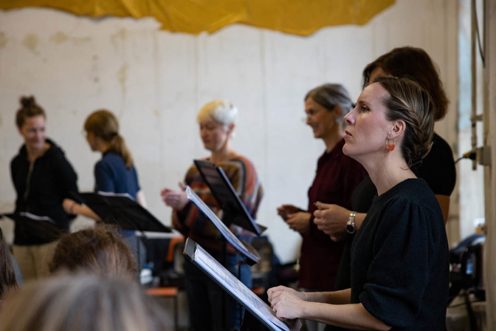 Trondheim Voices, med kunstnerisk leder Sissel Vera Pettersen i forgrunnen, her fra øving i Munchen tirsdag. Foto: Florian Ganslmeier