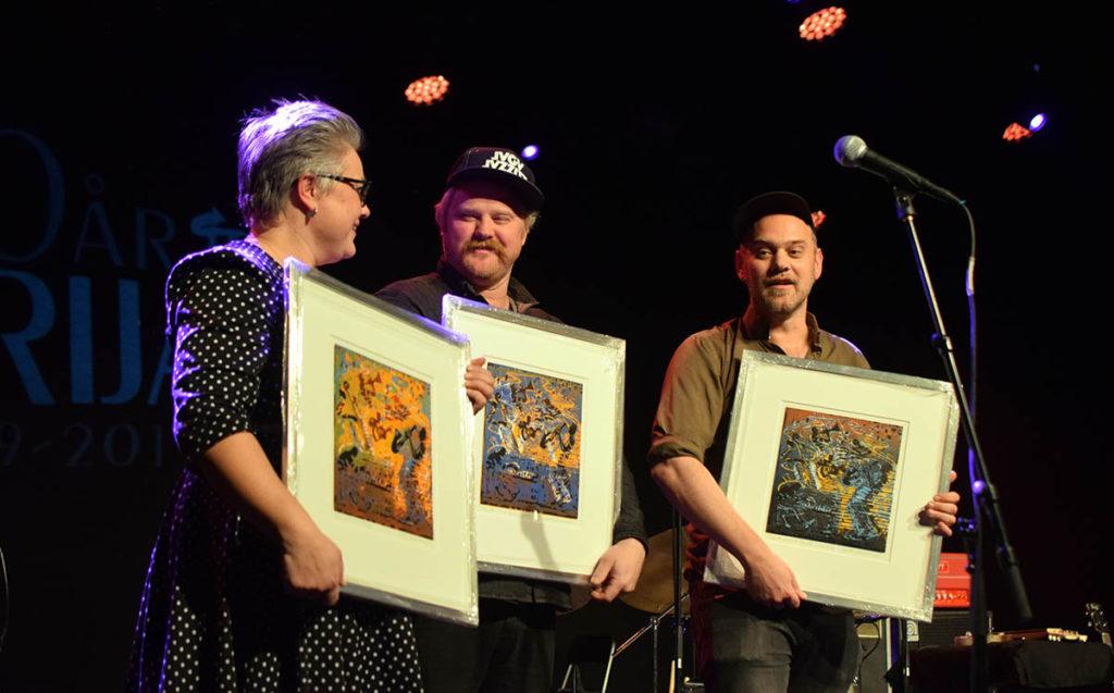 De tre musikersøsknene Line, Martin og Lars Horntveth ble overrasket med Urijazz-prisen. Foto: Frank Suhr/Urijazz