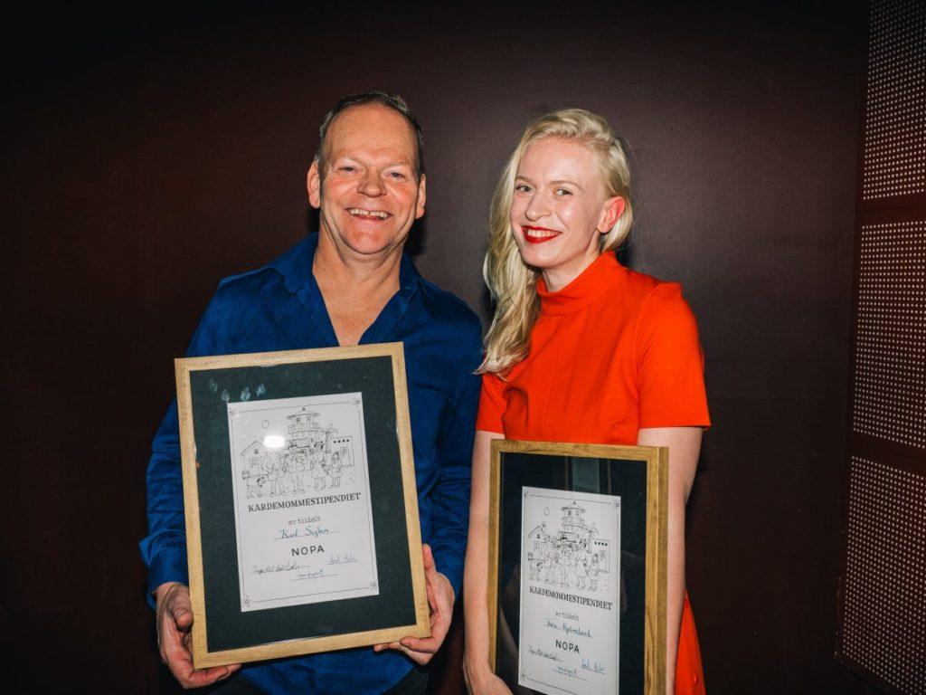 Karl Seglem og Thea Hjelmeland mottok Kardemommestipend for 2019. Foto: Christoffer Krook/NOPA