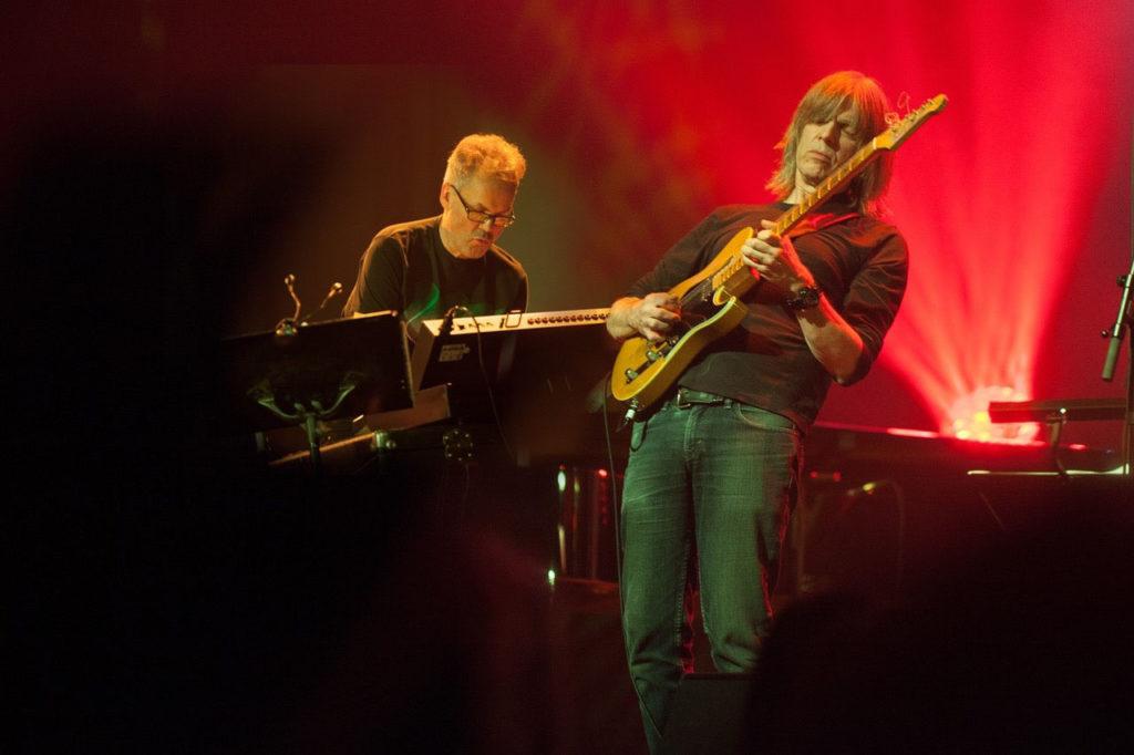 Jan Gunnar Hoff og Mike Stern. Foto: Henrik Dvergsdal