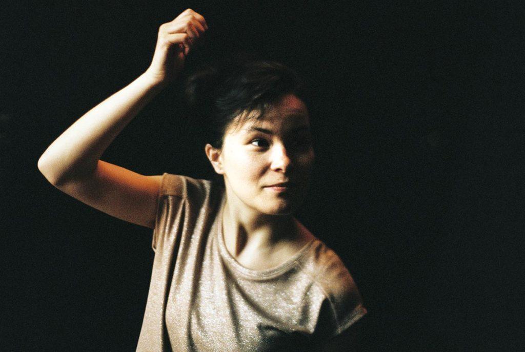 Trommeslager Michaela Antalova er tildelt arbeidsstipend for nyetablerte kunstnere. (pressefoto)