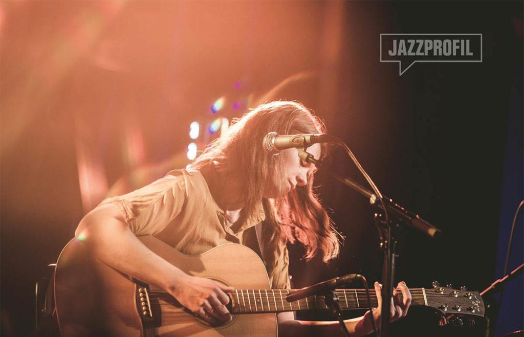 Plate- og bokaktuelle Maria Norseth Garli hadde slippkonsert på Dokkhuset fredag forrige uke. Foto: Juliane Schütz