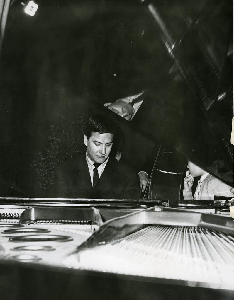 Kjell Karlsen. Foto: Torstein Hoff. Utlånt fra Nasjonalbiblioteket