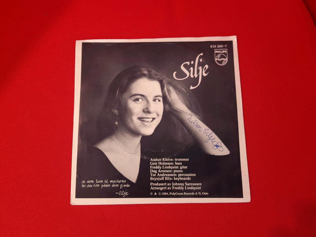 Året er 1984, og det unge talentet Silje fra Hamar vant en sangkonkurranse der premien var å få innspilt en single. I dag står den i 65 euro.