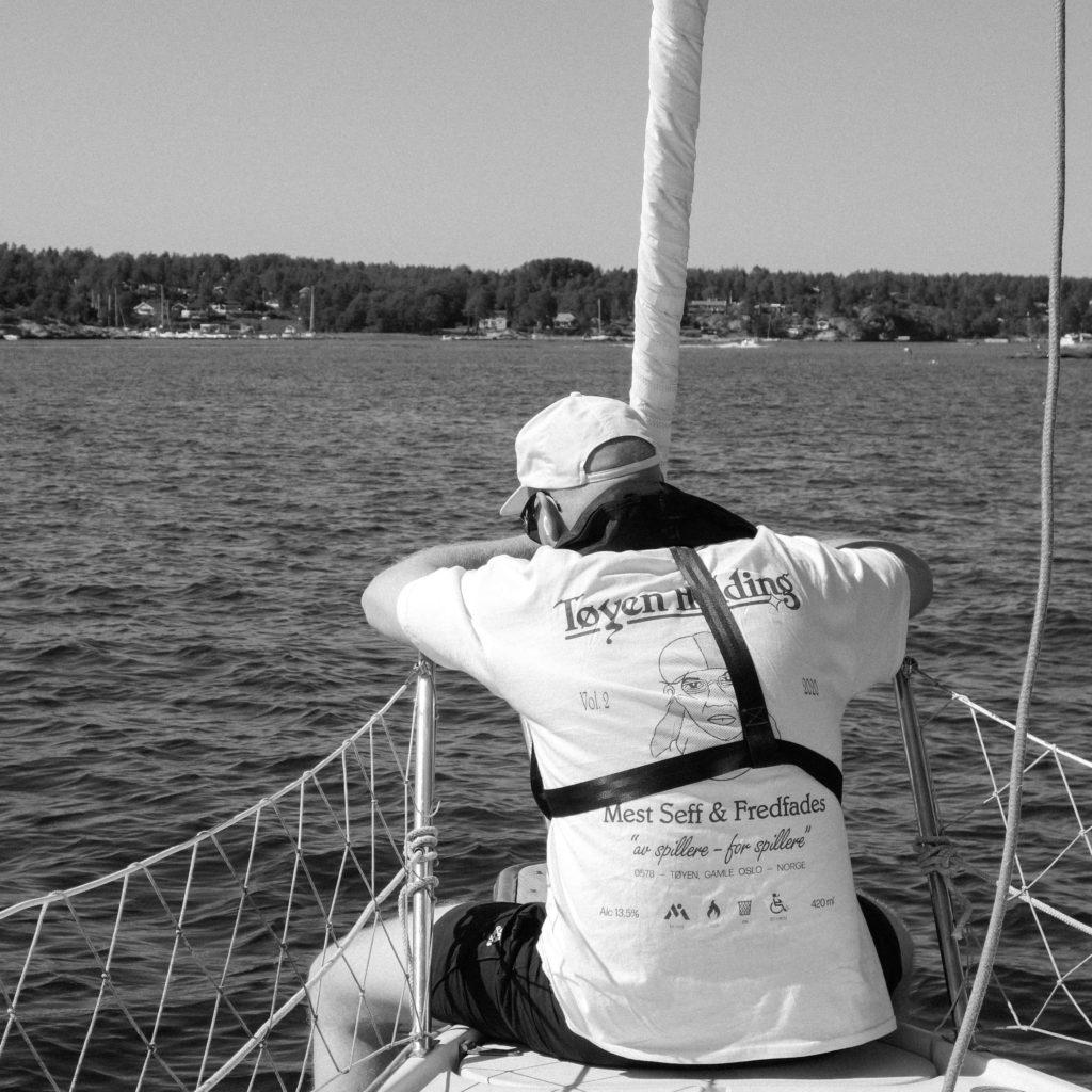 Vi tar en sommerprat med produsent, rapper, platesamler og labelsjef Fredfades - som har fått seg båt - i dette sommerlige nummeret av Now's The Time. Foto: Håvard Engedal