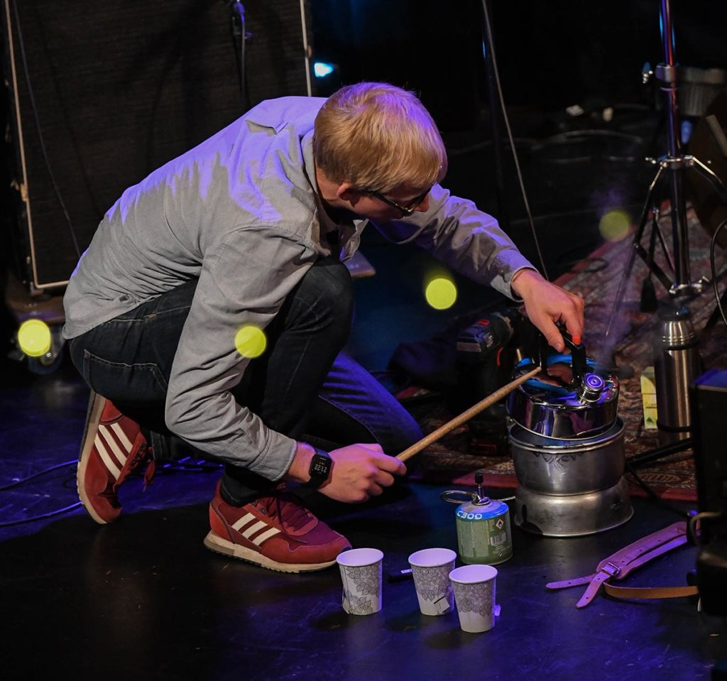 Te-dans med Fredrik Luhr Dietrichson fra Moskus. Foto: Stein Hødnebø