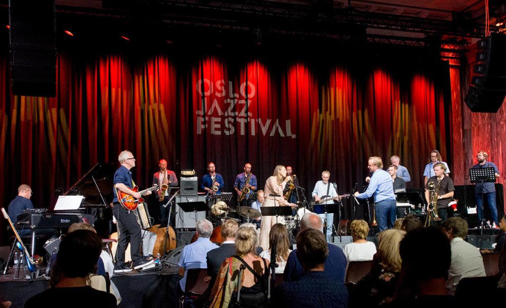 STORT: Oslo jazzensemble, her med Torun Eriksen, åpnet den 35. Oslo Jazzfestival med to konserter i går kveld. Foto: Terje Mosnes
